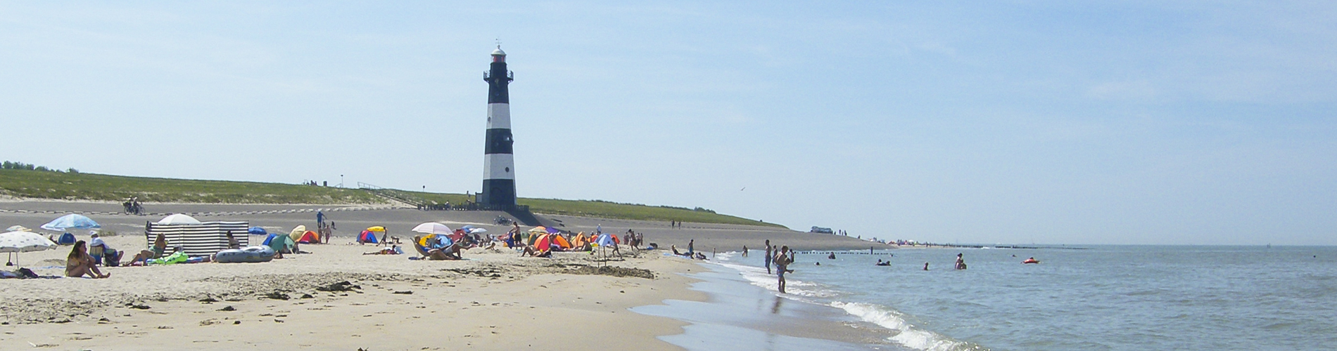 wide_view_lighthouse_beach